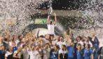 Spezia in serie A, la festa dei calciatori in mezzo al campo