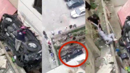 Auto finisce in un fossato, a bordo mamma e due figlie piccole
