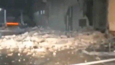 Edifici distrutti in Indonesia dopo una violenta scossa di terremoto