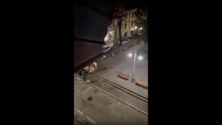 Rissa tra bande di ragazzini: il pestaggio nella piazza di Melegnano