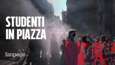 """""""In classe sì ma non così"""", continua la protesta degli studenti romani"""