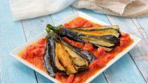 Leque de berinjela com tomate cereja: perfeito para um jantar de dar água na boca!