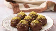 Bolinhos de biscoito e maçã com cobertura de chocolate: deliciosas e irresistíveis!