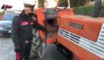 In sella a un trattore e con un'accetta in mano per minacciare l'ex moglie: arrestato
