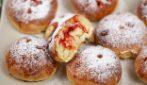 Panini ripieni di marmellata: morbidi e dolci, sono perfetti per la colazione!