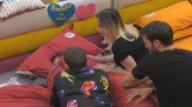 """Grande Fratello VIP - Rosalinda infastidita con Dayane dall'aereo delle """"Rosmello"""""""