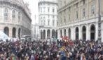 Genova, protesta in piazza De Ferrari contro le restrizioni anti Covid