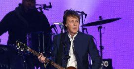 Paul McCartney, arriva l'autobiografia in 154 canzoni: a novembre in libreria