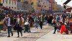 Milano, ultimo weekend in zona gialla: assembramenti sui Navigli