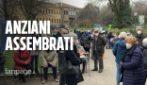 Milano, ancora disagi nella vaccinazione over 80: sistema in tilt e arrivano 300 anziani in più