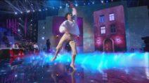"""Alessandro balla """"Rugantino"""" nella seconda puntata di Amici 2021"""