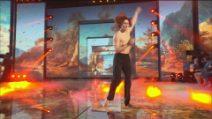 """Tommaso balla """"Che vita meravigliosa"""" durante la seconda puntata del serale di Amici 2021"""
