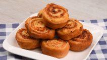 Girelle brioche ripiene di pollo in padella: ideali per una cena saporita!