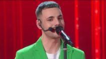 Amici 2020, prima puntata: Raffaele canta Pezzi di Vetro al Guanto di sfida