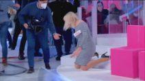 Uomini e Donne, Gemma Galgani cade dalle scale