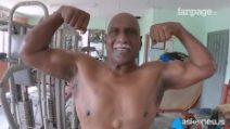 Il bodybuilder della Malesia, a 72 anni muscoli d'acciaio