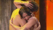 """Amici, Rosa e Alessandro ballano sulle note """"Ti vorrei sollevare"""""""