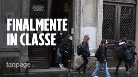"""Milano, studenti delle superiori tornano in classe: """"Meglio qua a scuola che a casa"""""""