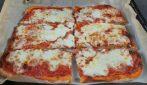 Pizza in teglia ad alta idratazione: la ricetta per averla perfetta