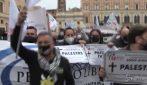 """Covid: a Roma la protesta """"IoApro"""", in corteo manifesti funebri di palestre e piscine"""
