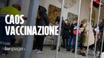 Salerno, caos vaccini: centinaia di anziani over 70 in fila da ore: c'è anche chi attende in taxi