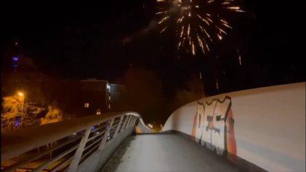Dortmund, fuochi d'artificio fuori dall'hotel del City