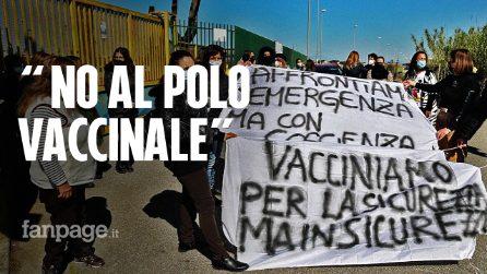 Polo vaccinale nella scuola appena riaperta, la rivolta dei genitori a Giugliano (Napoli)