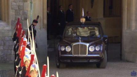 Il corteo funebre per i funerali di Filippo, appare Elisabetta
