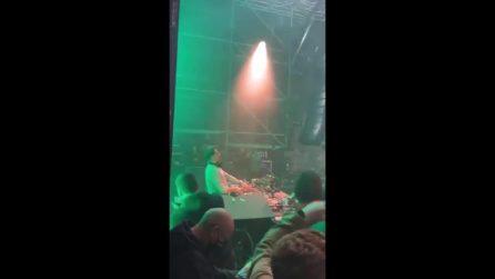 Liverpool, evento Covid-tested: 6.000 persone ballano senza mascherina in discoteca