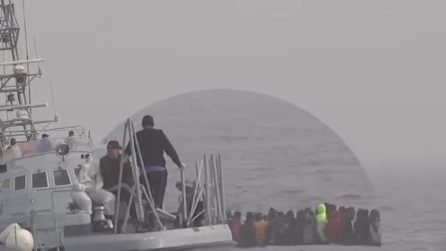 Migranti picchiati dalla guardia costiera libica e costretti a rientrare