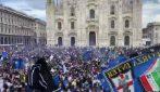 Scudetto Inter, folla senza distanziamento in piazza Duomo