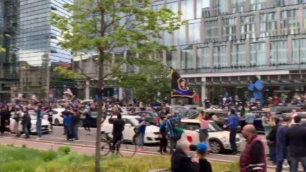 L'Inter vince il 19° Scudetto: la festa dei tifosi in strada