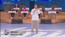 Amici - Raffaele - Gara canto con Gerry Scotti