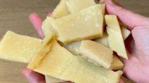 Chips di parmigiano: l'idea geniale per riutilizzare le croste!