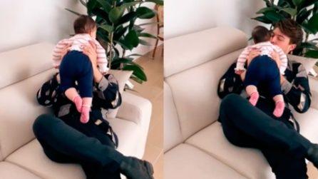 Stash canta la sua nuova canzone a sua figlia: una scena irresistibile