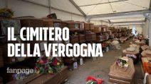 """Il cimitero della vergogna, 900 bare in attesa di sepoltura da un anno: """"Ci hanno chiesto 8mila euro"""""""