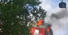 Paura a Milano, attico in fiamme in via Dezza