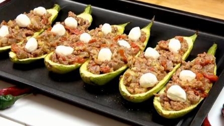 Baked zucchini with meat and tomato: simple meal to enjoy with your family