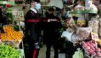 Napoli, le armi della camorra scoperte in un negozio di ortofrutta a Bagnoli
