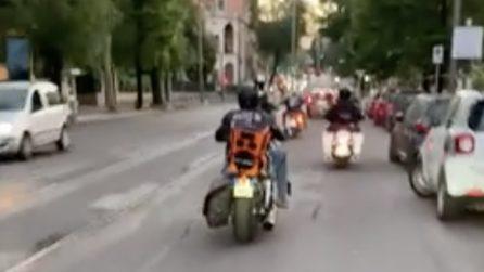 """""""Sei indelebile come l'inchiostro che ho sulla pelle"""": Fasma in moto per Roma con 'Indelebile'"""