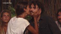 """L'Isola dei Famosi 2021, Francesca Lodo dà il """"Bacio di Giuda"""" ad Andrea Cerioli"""