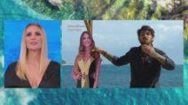 L'Isola dei Famosi - Andrea Cerioli crede di abbracciare la fidanzata ma è il suo cartonato