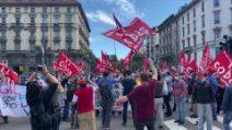 Milano, corteo in piazza da parte dei lavoratori della Fedex contro i licenziamenti