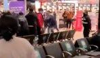 Maxi rissa in aeroporto: 6 persone restan oferite
