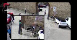 Firenze, minorenne abbassa pantaloni ad una 78enne e tenta di violentarla: preso