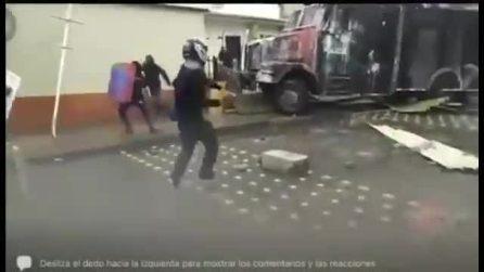 Colombia, camion travolge manifestanti a Cali