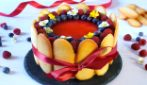 Charlotte ai frutti di bosco: il dessert bello, colorato e golosissimo