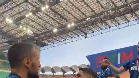 Festa scudetto Inter a San Siro: la coppia LaLu baciano lo scudetto