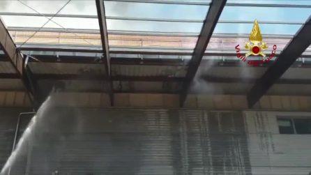 Ponte a Greve, fiamme nel centro commerciale: l'intervento dei vigili del fuoco