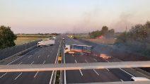 Assalto a portavalori su A1, tir a fuoco: coinvolte numerose auto